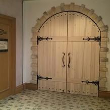 披露宴会場の扉もオシャレ