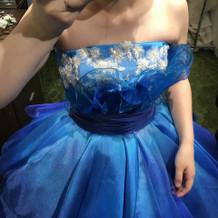 ブルーのドレス