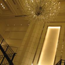 違う披露宴会場2の中の階段
