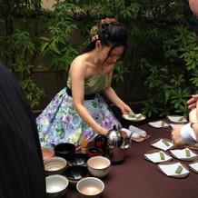 茶碗、茶筅、茶杓、棗は持参