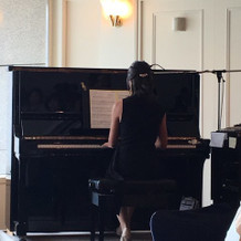 新郎サプライズ 友人ピアノ演奏
