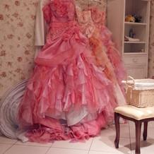 カラードレスもたくさんきました。