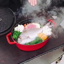 鍋パフォーマンス。使われる食材を紹介。