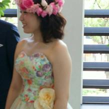 花柄衣装が素敵。