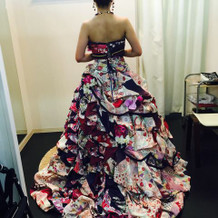 和柄ドレスも素敵です。