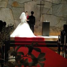 挙式会場は、ドレスがとっても映えました!