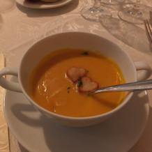 ハートが浮かんだスープ
