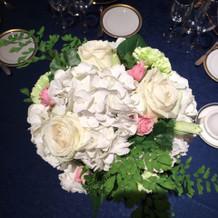 会場装花は、ホテル内の花屋でオーダー。