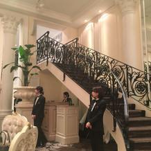 階段からの入場もできた