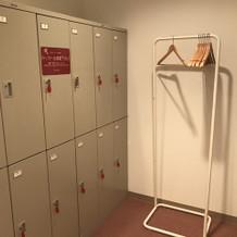 更衣室にロッカーあります