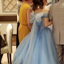 シンデレラカラーのドレス
