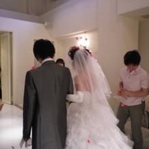 (ドレス・タキシード)後ろ