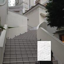 挙式終了後の写真撮影は大階段で