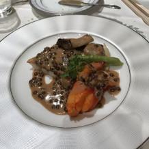 お魚料理ソースはレンズ豆