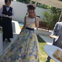 どの年代からも好評なカラードレス