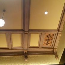 VIPROOMの屋根