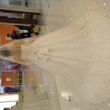Aラインのウエディングドレスです。