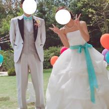 挙式後に蝶ネクタイとサッシュベルを変更