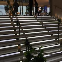 バージンロードは階段という斬新なデザイン