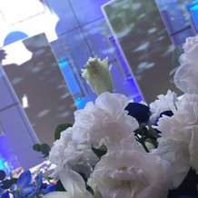 お花が入ると会場もとても華やか!