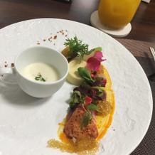イエローの料理は、会場を華やかにします。