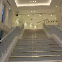 フラワーシャワー用の全天候型階段