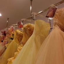 有名デザイナーさんのドレスもあります