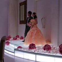 お色直し後のステージはバラの花でいっぱい