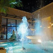 噴水とシャボン玉の演出