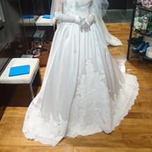 ウエディングドレスです。