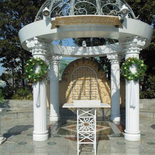 ガーデンチャペルの祭壇。