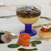 沖縄の食材を使った料理を楽しめます