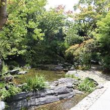 挙式会場周辺の池