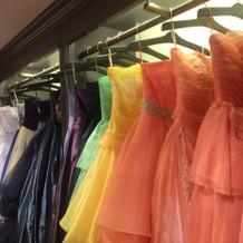 カラードレスもたくさんあります。
