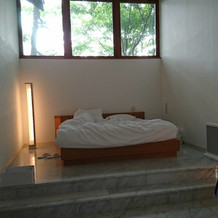 ゲストの宿泊部屋。緑が綺麗。