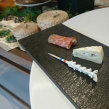 ゲストが式の前に食べたりできるブッフェ。
