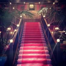入り口の大きな階段