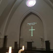 十字架だけが浮かび上がるのも素敵です