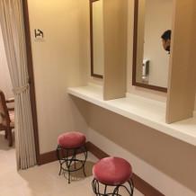 女性ゲストのための化粧室
