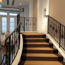 ニース邸内にある階段正面