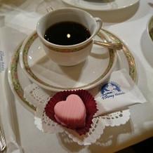 コーヒーとプティフール。
