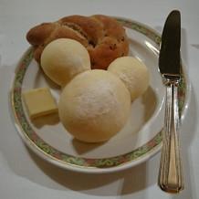 パン。ふわふわで美味しい。