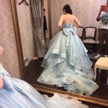 ドレスはボリュームがあり豪華