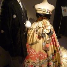 会場に展示されていた和柄ドレス。