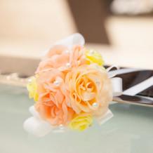 手作りのケーキナイフの装花