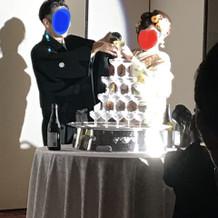 和装でのシャンパンタワー演出