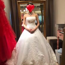 新作のウェディングドレス