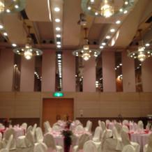 天井の高い披露宴会場