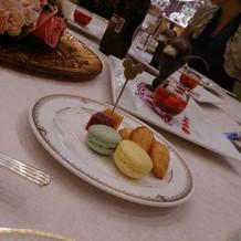 各テーブルに配られるデザート