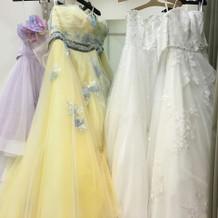 カラードレスは黄色のにしました
